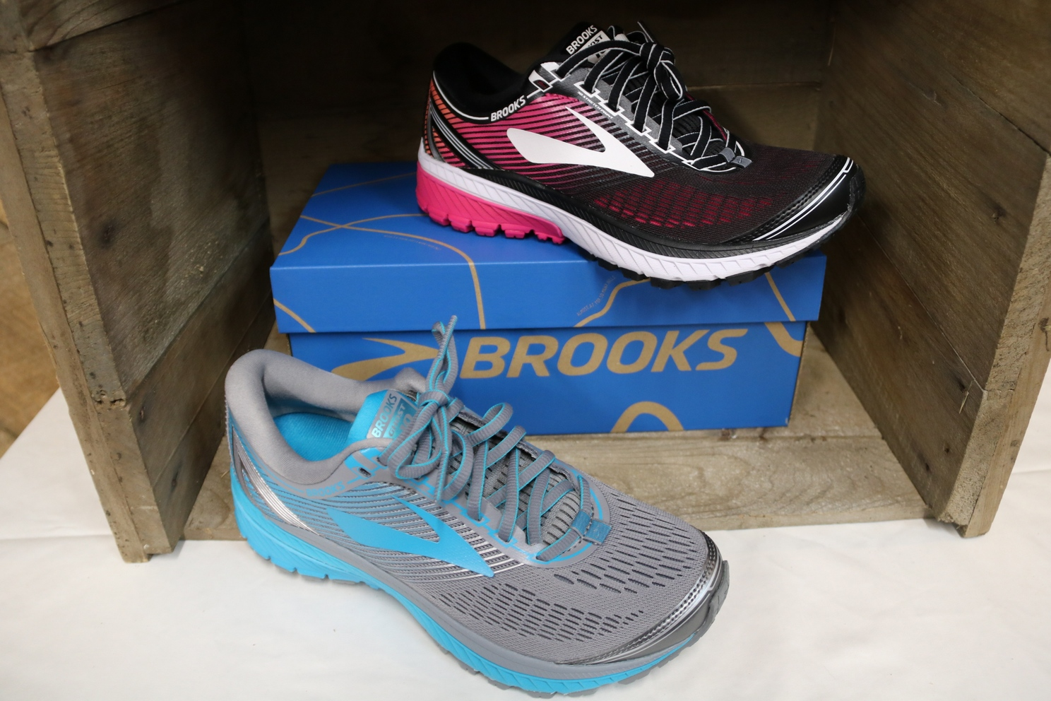 Brooks Men's & Women's Shoes