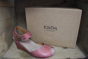 Taos Women Shoes & Sandals